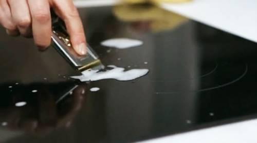 bí quyết vệ sinh bếp từ