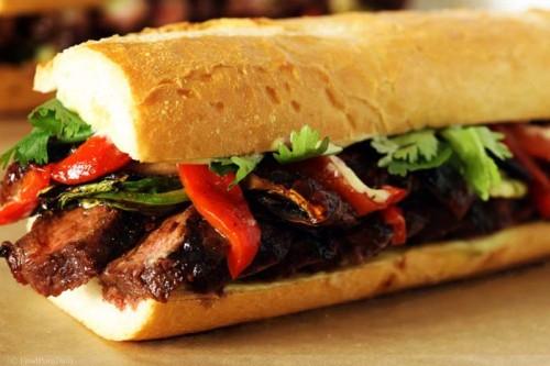 Bánh mì kẹp nóng hổi bằng lò nướng