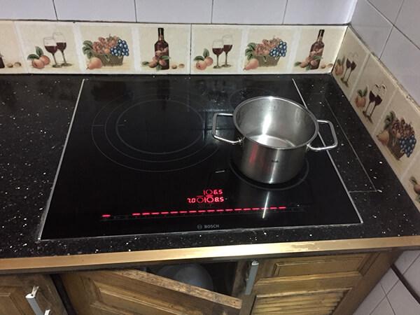 Bếp từ báo lối E1