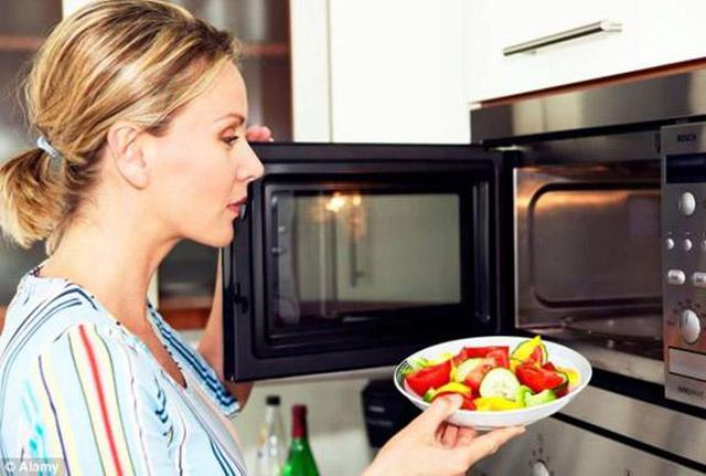 Cách nấu ăn bằng lò vi sóng Teka an toàn