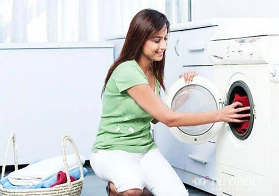 Có nên giặt quần áo mới mua trước khi mặc