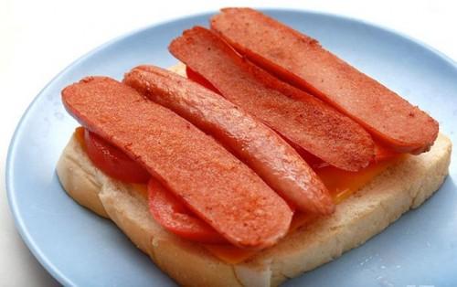 lam-banh-mi-sandwich-trung-chien-xuc-xich