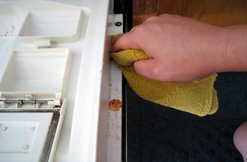 Lần lượt các bước vệ sinh máy rửa bát Teka