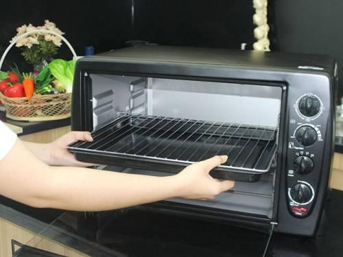 Sử dụng baking soda để làm sạch lò nướng an toàn nhất