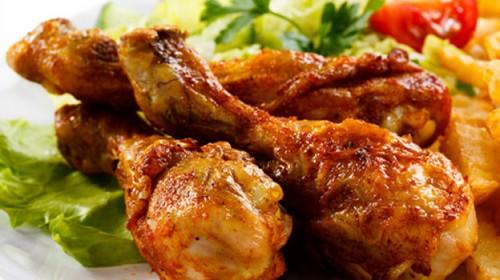 Không nên hâm nóng thịt gà bằng lò vi sóng