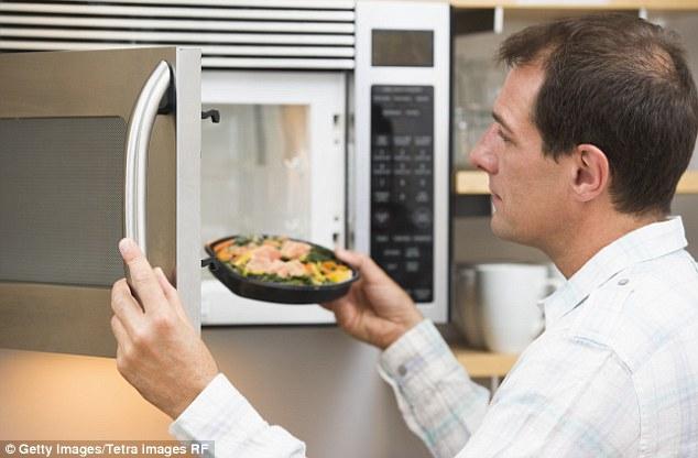 Nấu ăn bằng lò vi sóng có những lợi ích gì