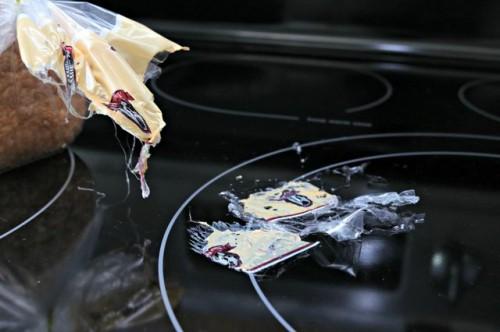 nhựa chảy vào mặt bếp