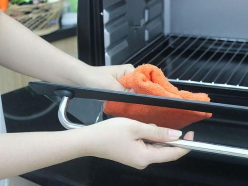 Phương pháp vệ sinh lò nướng hiệu quả