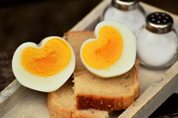 Trứng không nên quay lại trong lò vi sóng