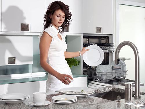 Máy rửa bát thân thiện với người dùng và môi trường.